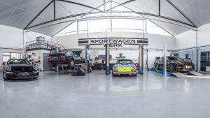 Sportwagen Werk Werkstatt innen